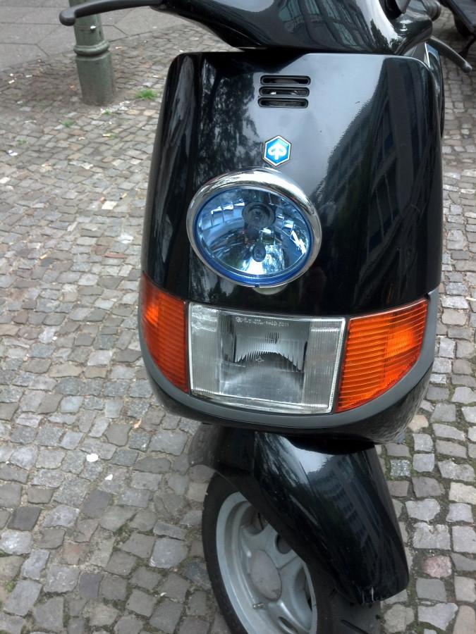 Piaggio Sfera NSL mit eigenwilliger Beleuchtung